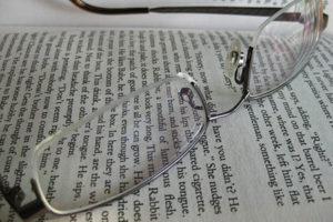 Τα γυαλιά με προοδευτικούς φακούς είναι η πιο δημοφιλής θεραπεία για την πρεσβυωπία