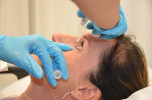 Οι διάφοροι τύποι οφθαλμίκών σταγόνων αποτελούν ένα τρόπο αντιμετώπισης της ξηροφθαλμίας