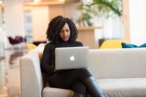 Η παρατεταμένη χρήση ηλεκτρονικού υπολογιστή μπορεί να προκαλέσει ξηροφθαλμία