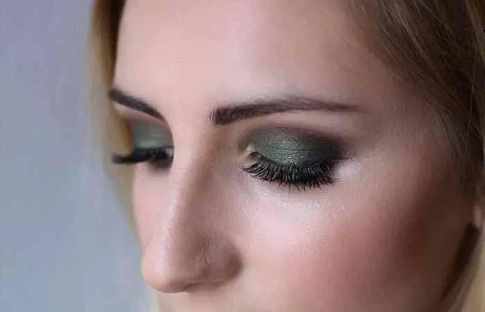 Σκιές ματιών σε αποχρώσεις του σκούρου πράσινου